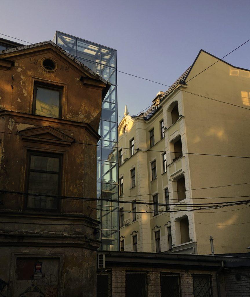 Alt, neu und modern liegen in Rigan nur einen Hinterhof auseinander. ©HerrundFrauBayer